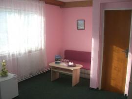 img_photos-RDYEDn4AZSEe45Jv2-motel_pokoj.max-2000x1500.jpg